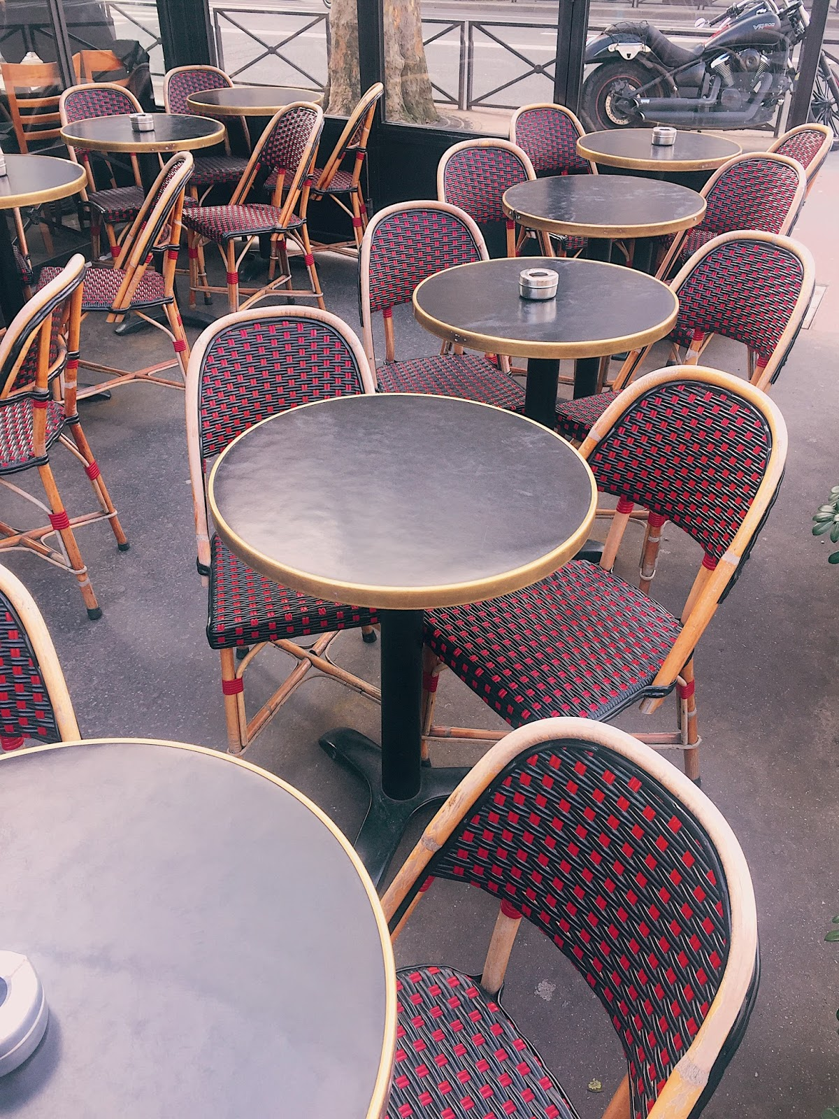 instagram guide to paris, must shot pics paris, where to take pictures in paris, what to capture in paris, paris, paris travel guide, paris cafe chairs, paris cafe