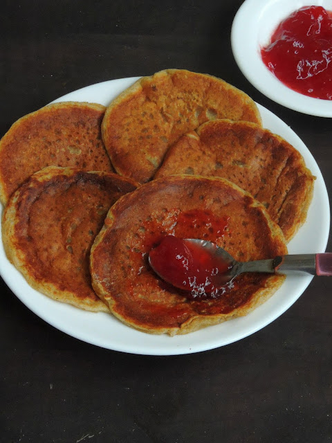 Priya's Versatile Recipes: Eggless Rye Breakfast Pancakes