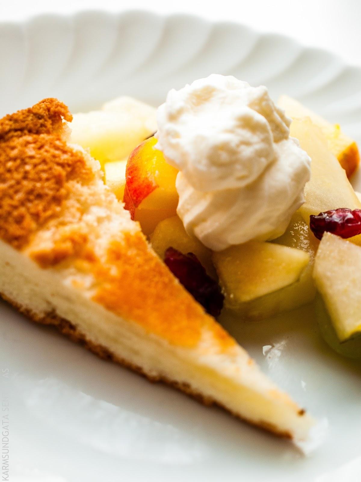 Angel food kake med fruktsalat og sitronkrem