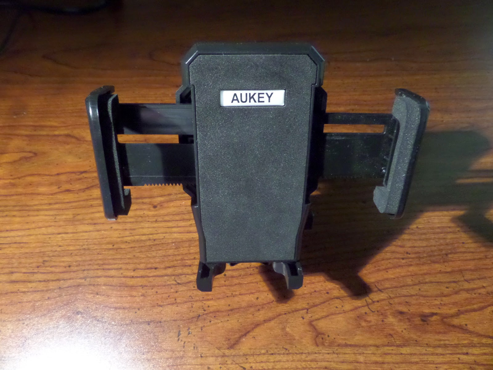 Aukey AK-3D Universal Smartphone Holder Front