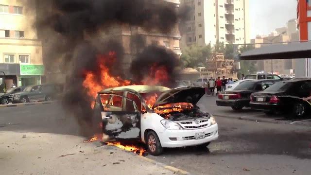 فيديو صادم لسيارة تحترق وهي تسير على طريق سريع بسبب عطل بالمحرك