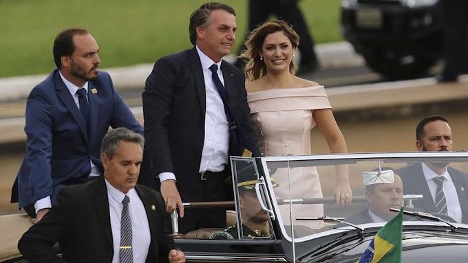Bolsonaro toma posse e é o novo presidente do Brasil.