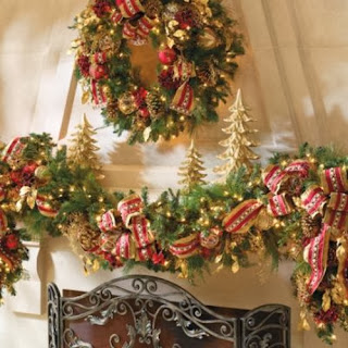 Chimenea decorada por Navidad