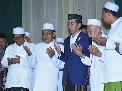 Kunjungi Ponpes Langitan, Tuban, Presiden Jokowi Ajak Santri Jaga Persatuan dan Kerukunan - Info Presiden Jokowi Dan Pemerintah