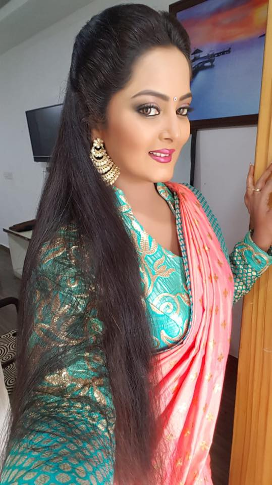 Anjana Singh is a famous bhojpuri hot actress
