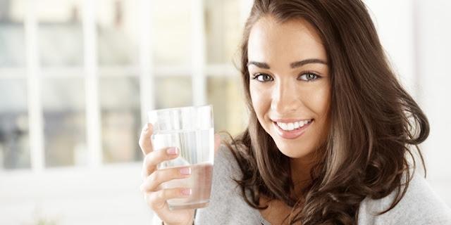 Cara Super Praktis Turunkan Berat Badan dengan Diet Air Hangat. Begini Caranya...