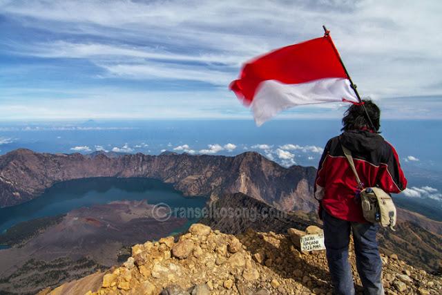 Mount Rinjani, Gunung Rinjani, Volcano, Treking to Rinjani, Rinjani Photos, Segara Anak Lake, Danau Segara Anak, Sasak Tribe, Mendaki Gunung Rinjani
