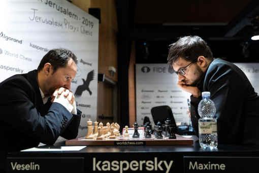 Le Français Maxime Vachier-Lagrave annule lors de sa première confrontation face au Bulgare Veselin Topalov - Photo © Niki Riga