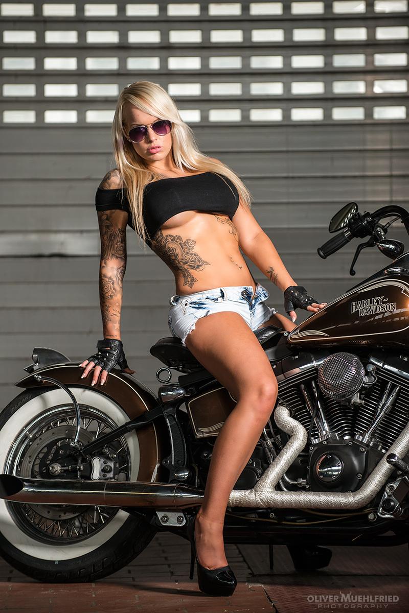 Amatuer biker babe