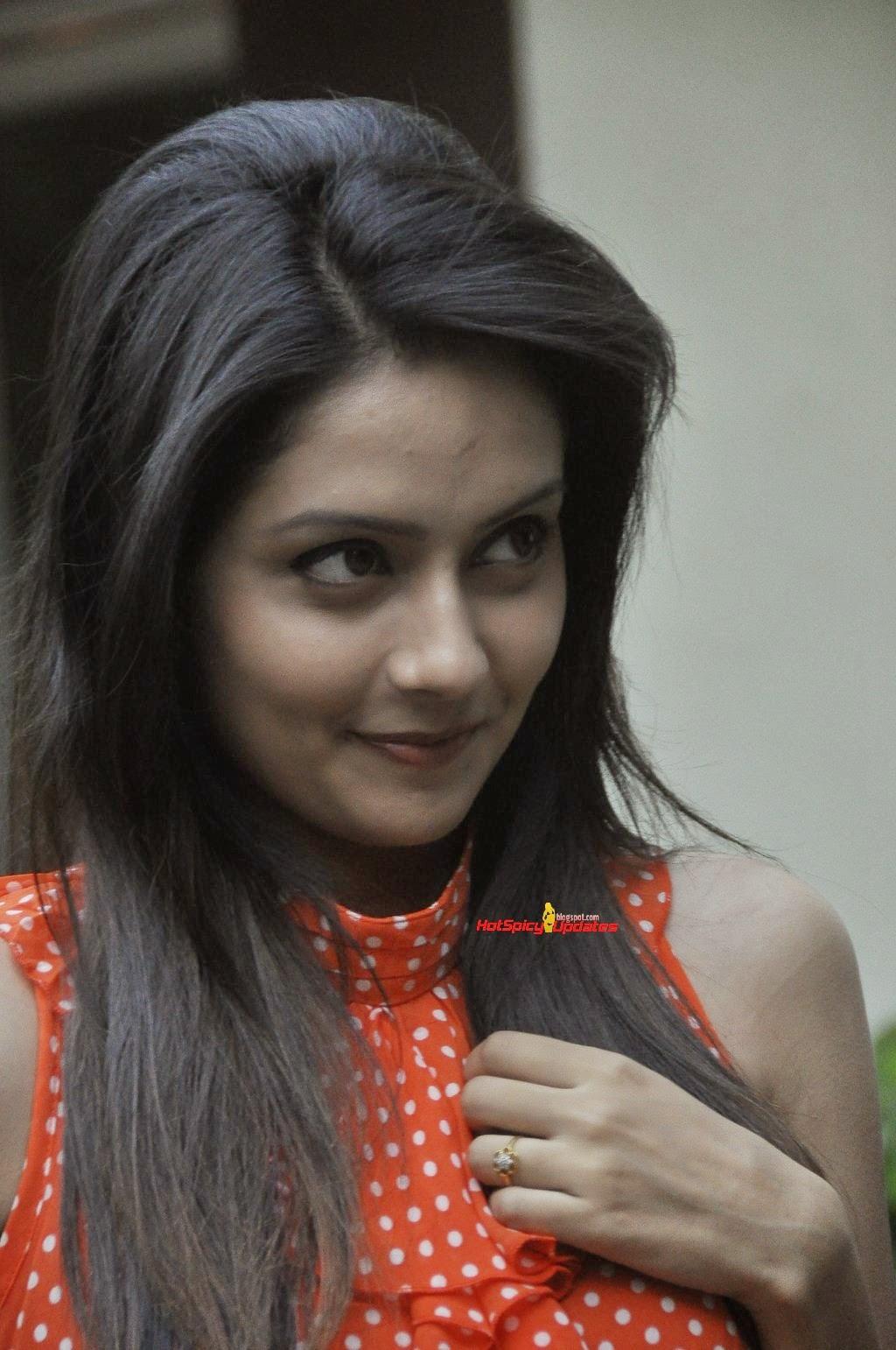 Malayalam Tv Serial Actress Sruthi Nair Hot Navel Show In Saree Mahima Mallu Tv Actress Mallu Tv Anchor