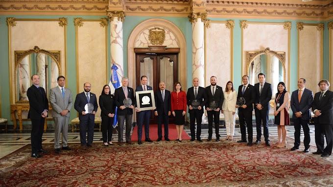 VIDEO: Presidente Danilo Medina recibe a comitiva de ADOEXPO; comparte con ejecutivos empresas galardonadas Premios a Excelencia Exportadora 2018