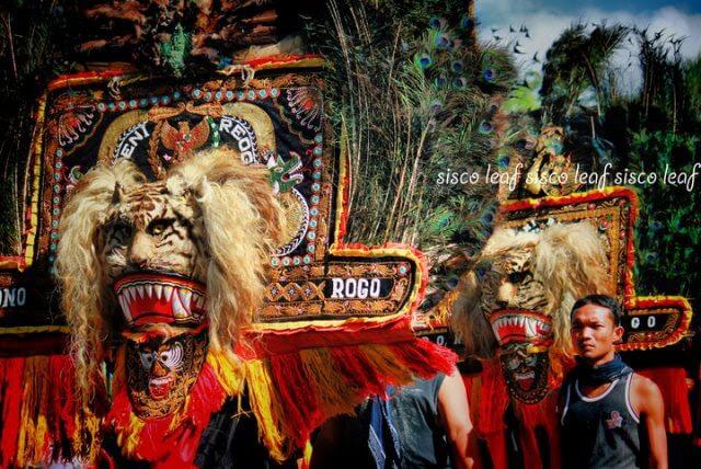 Reog Cultural Art Dance from Ponorogo East Java Indonesia credit Siswopranoto-Deviantart.com