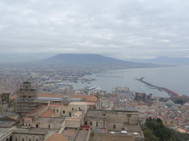 Port Neapol, widok z góry, Wezuwiusz