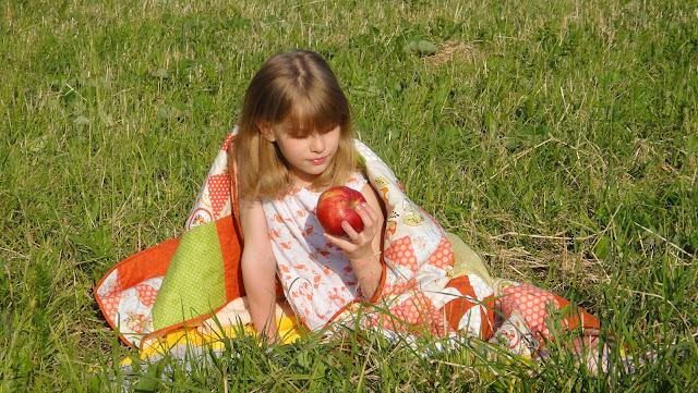 Покрывало пэчворк - подарок девочке подростку. Текстиль для детской комнаты. Ручная работа