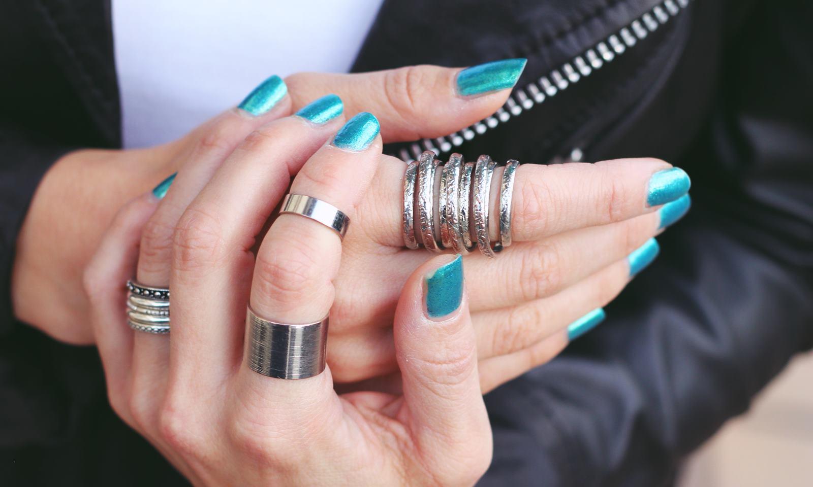 blaue und kalte finger
