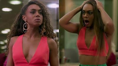 Verão 90: Mercedes alisa o cabelo de Dandara, que se revolta e faz ameaça