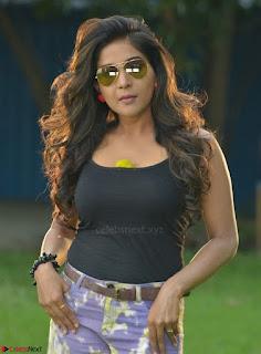 Actress Sakshi Agarwal in Tamil movie Jeyikkira Kuthira 005.jpg