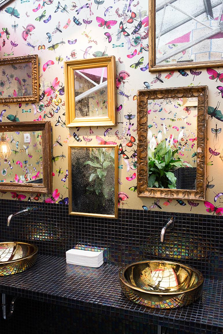 invernadero-peñotes-aseos-papel-mariposas-lavabos-dorados