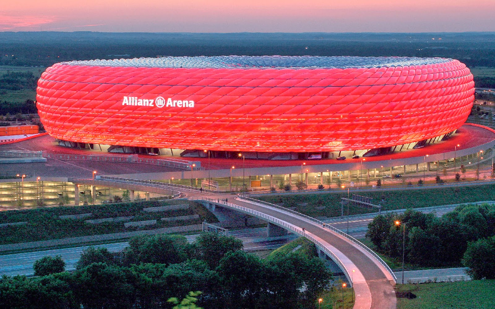 josep pep guardiola allianz arena the red tomb waiting for real madrid in munich. Black Bedroom Furniture Sets. Home Design Ideas