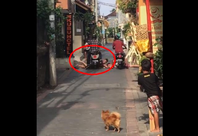 Nekat Berjemur di Tengah Jalan, Turis di Bali ini Dilindas Motor, Lihat Videonya