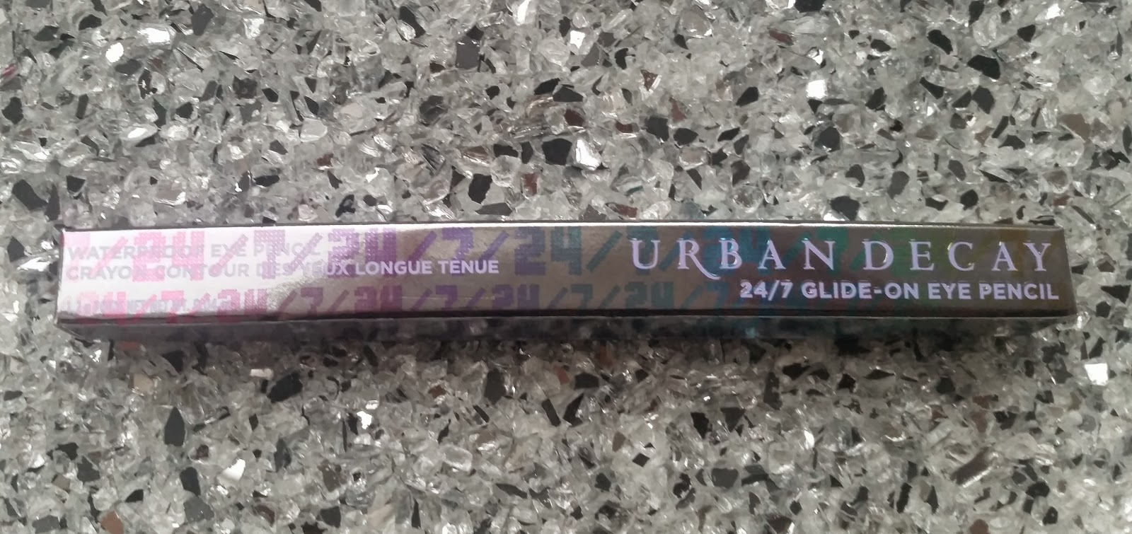 Urban Decay Glide-on Eye Pencil - www.annitschkasblog.de