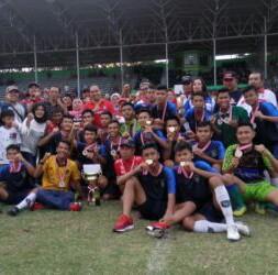 Tim PSSA dan Binjai United foto bersama.