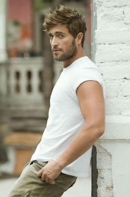 look masculino com camiseta branca lisa (1) (1)