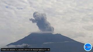 Gunung Agung Erupsi Sesaat, Bali Tetap Aman