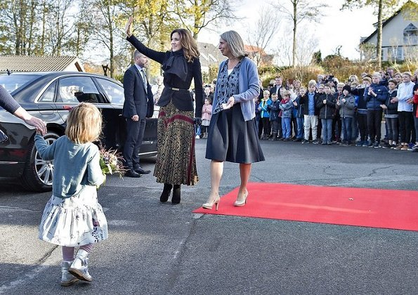 Crown Princess Mary visited Gistrup Nøvling School and at meeting of School Leaders. wore printed skirt and coat