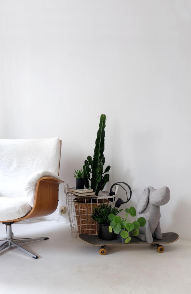 Urban Jungle Bloggers, Plantselfie, Minza will Sommer, Plantlove, Plantstyling, Dekorieren mit Pflanzen, Zimmerpflanzen, Wohnen in Grün, Fotografieren mit Selbstauslöser, Homestyling, weißer Estrichboden, Interiorblogger, Blogger