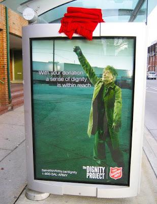 Publicidad creativa en parada de autobus