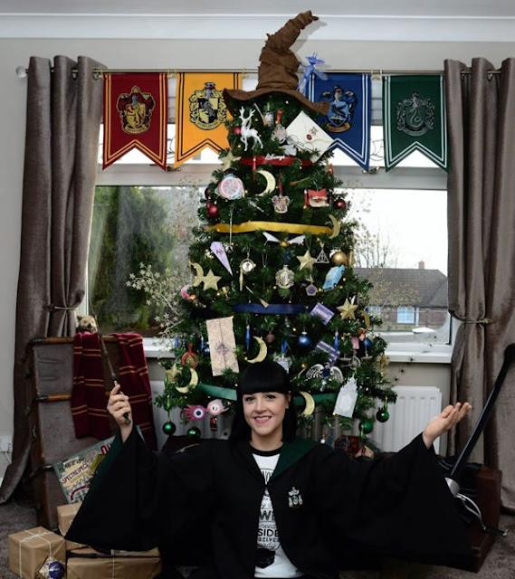 Fã cria uma incrível árvore de natal inspirada em Harry Potter