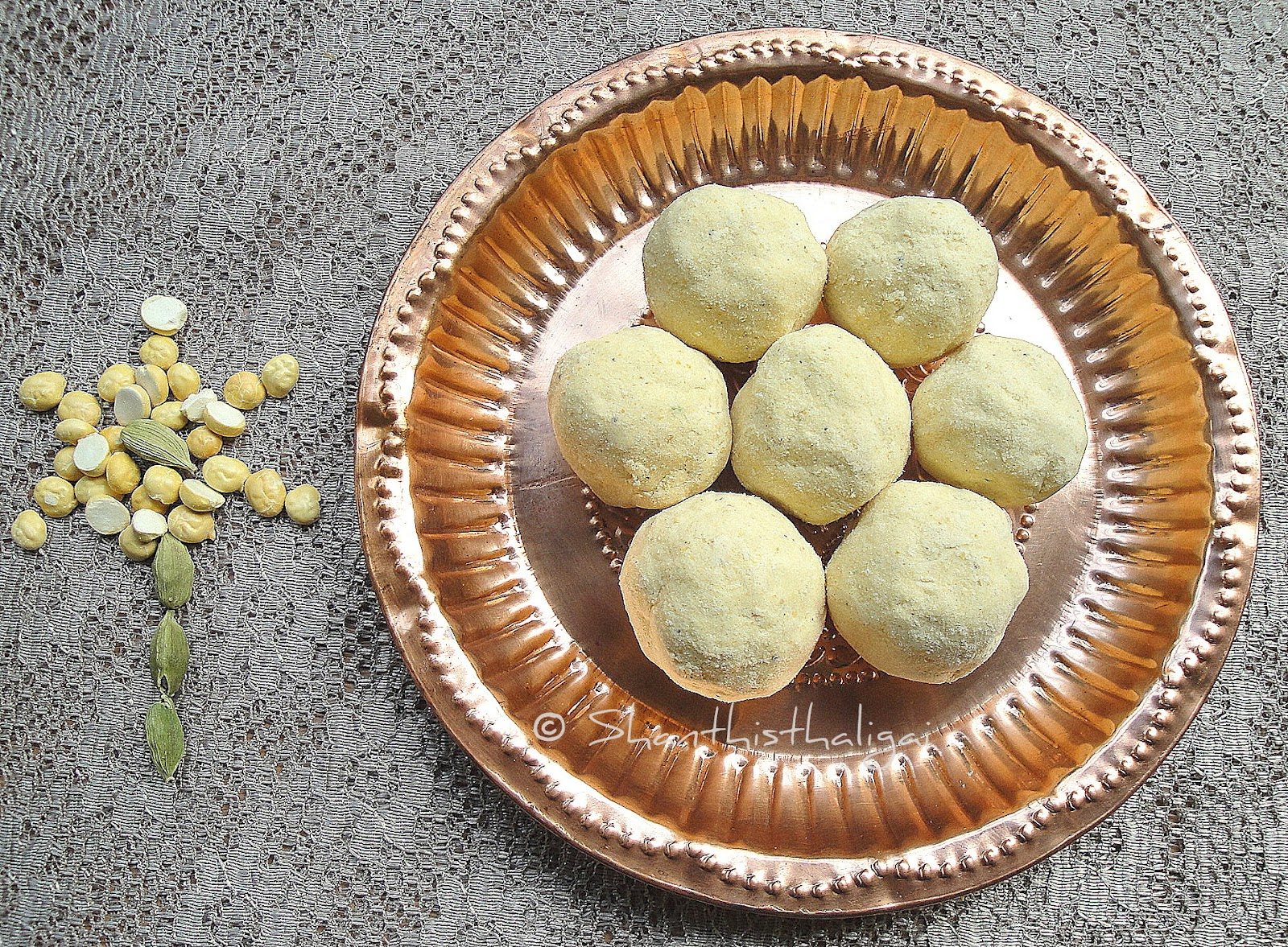 How to make maalaadu, How to make roasted gram ladoo