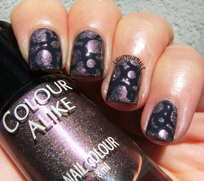 Holographic circles nail art