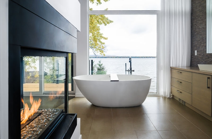 Modern bathroom in Amazing Ottawa River House by Christopher Simmonds Architect