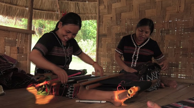 Ta Oi people's brocade weaving craft recognised as national cultural heritage 4