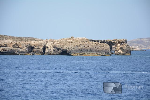 Malta, Comino - Blue Lagoon - jedna z najbardziej malowniczych zatok w rejonie Morza Śródziemnego i jedna z największych atrakcji Malty. Miejsce, które trzeba zobaczyć na Malcie! atrakcje dla dzieci na Malcie, ciekawe miejsca na Malcie, darmowe atrakcje Malty