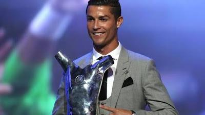 Cristiano Ronaldo with his award