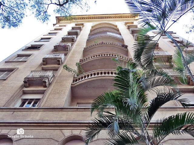 Perspectiva inferior da fachada do Edifício Dória De Barros - Santa Cecília - São Paulo
