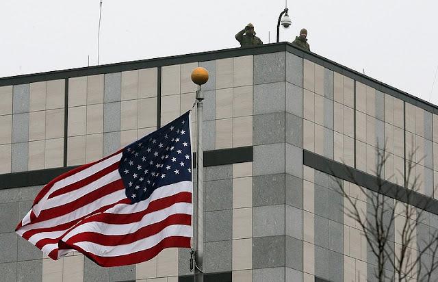 Uma explosão atingiu as instalações da embaixada dos Estados Unidos na capital ucraniana, um porta-voz da polícia de Kiev, Oksana Blischik, disse na quinta-feira