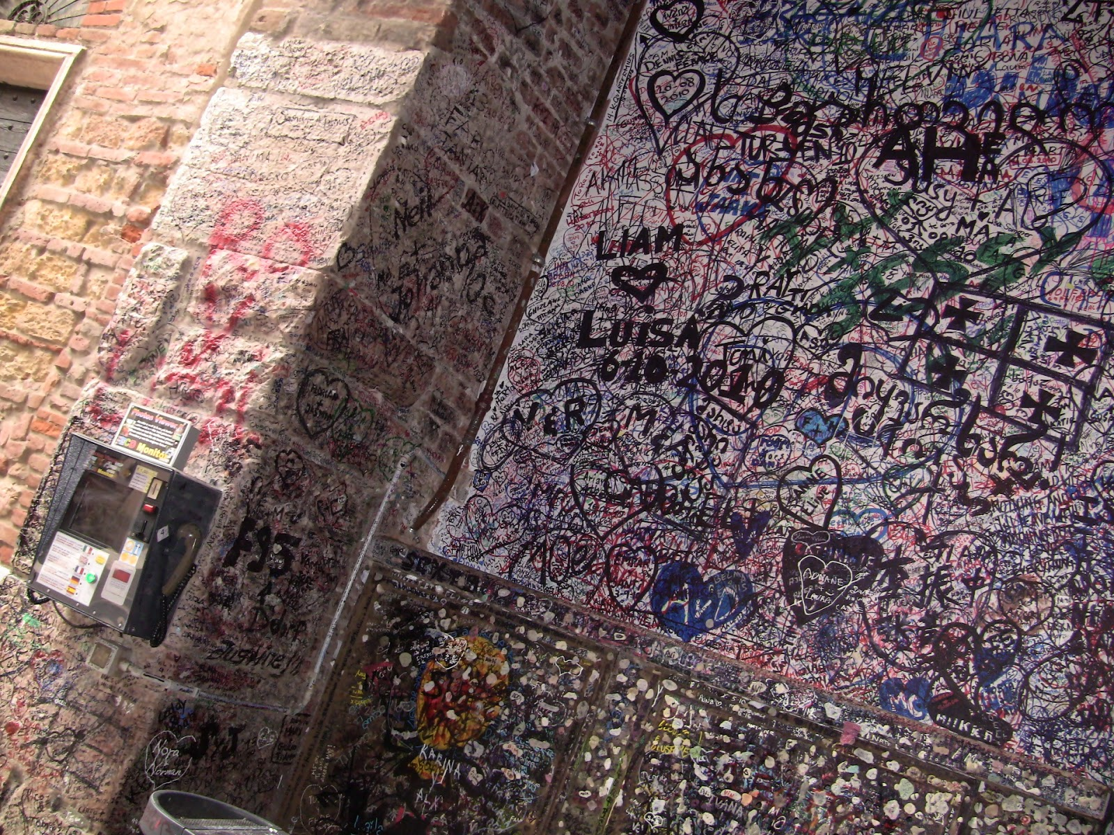 Letters to Juliet scribbled on the courtyard wall. Photo: Gail Keller, WineTrekkerTV.com.
