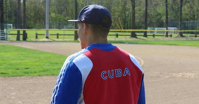 Por el momento, los prospectos cubanos siguen accediendo a la agencia libre que se rige por el acuerdo laboral vigente que expirará el 1 de diciembre