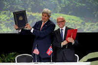U.S. Secretary of State John Kerry and Norway's Minister of Climate and Environment Vidar Helgesen sign a joint declaration on climate and rainforests in Oslo, Norway, June 15, 2016. (Credit: Reuters/Cornelius Poppe/Ntb Scanpix) Click to Enlarge.