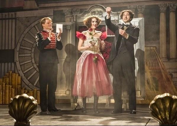 Houdini, minissérie figurino, Bess (Kristen Connolly e Houdini (Adrien Brody' s)