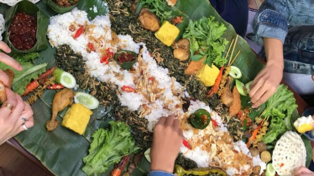 makan nasi liwet