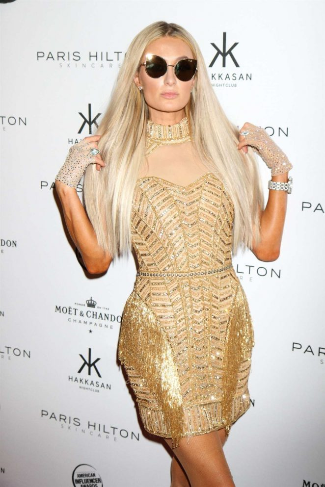 Paris Hilton Looks Hot in Prom Party Dress