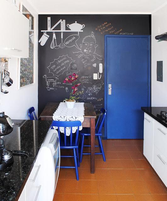parede lousa na cozinha