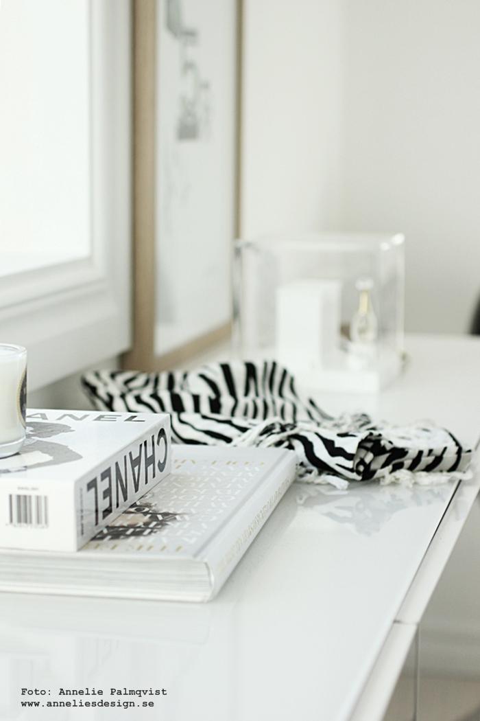 chanel, walk in closet, wic, detaljer, skänk, skänken, ikea, bestå, vitt, vit, vita, ray ban, zebra, svart och vitt, inredning, inredningsblogg, blogg,