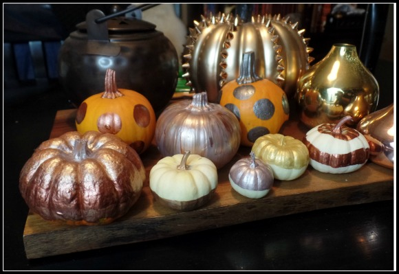 I Had A Wonderful Time This Evening Decorating Selection Of Mini Pumpkins With Variety Metallic Paints Project Was Fun And Simple Love