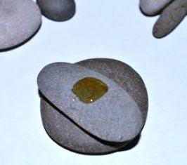 batu disusun dan dilem